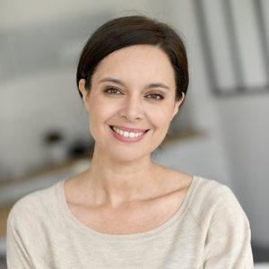 Frau mit gesunden und schönen Zähnen