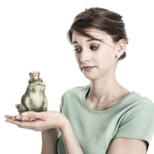 Frau mit Frosch