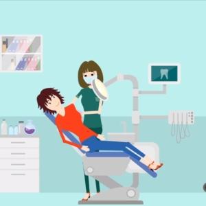 Zahnartpraxis Patientin mit Zahnaerztin
