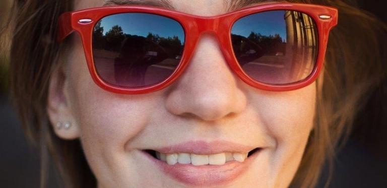 Gerade oder schiefe Zähne? (Bildquelle: depositphotos/Myskina6)