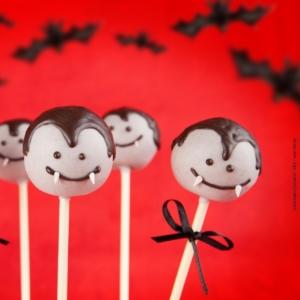 Warnung vor Vampirzähnen (Bildquelle: Olga Lyubkin/Shutterstock)